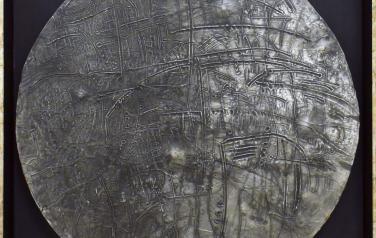 М. Кастальская, Шнитке Открытый космос, швед. картон, пластилин, фольга, смеш. тех, диаметр 54, 1990