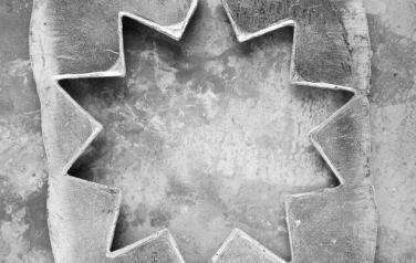 Найденные алюминиевые объекты. 2011. Бромсеребряная фото печать, боритовая бумага, алюминий. 120х91