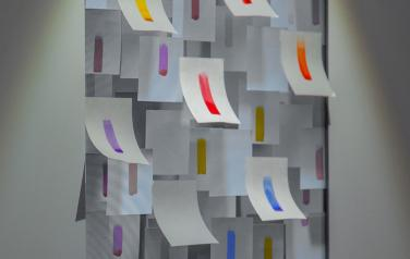 Color notes, display, video, light.  120x86x30 cm.